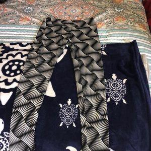 LuLaRoe one size leggings.